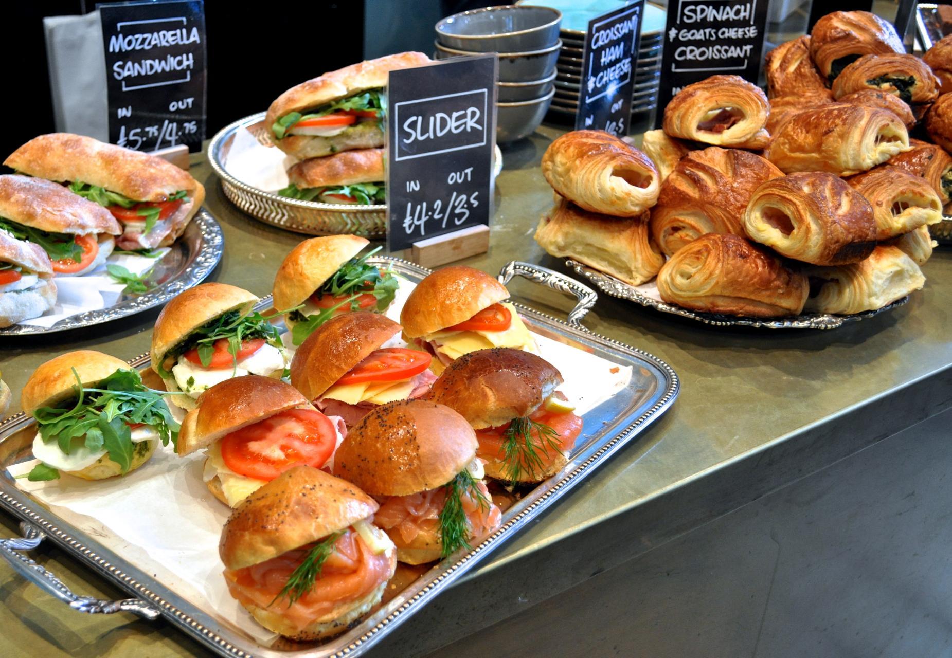 サンドイッチ類も充実。ランチに最適ですね。