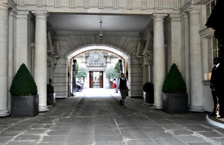2_Rosewood_entrance1
