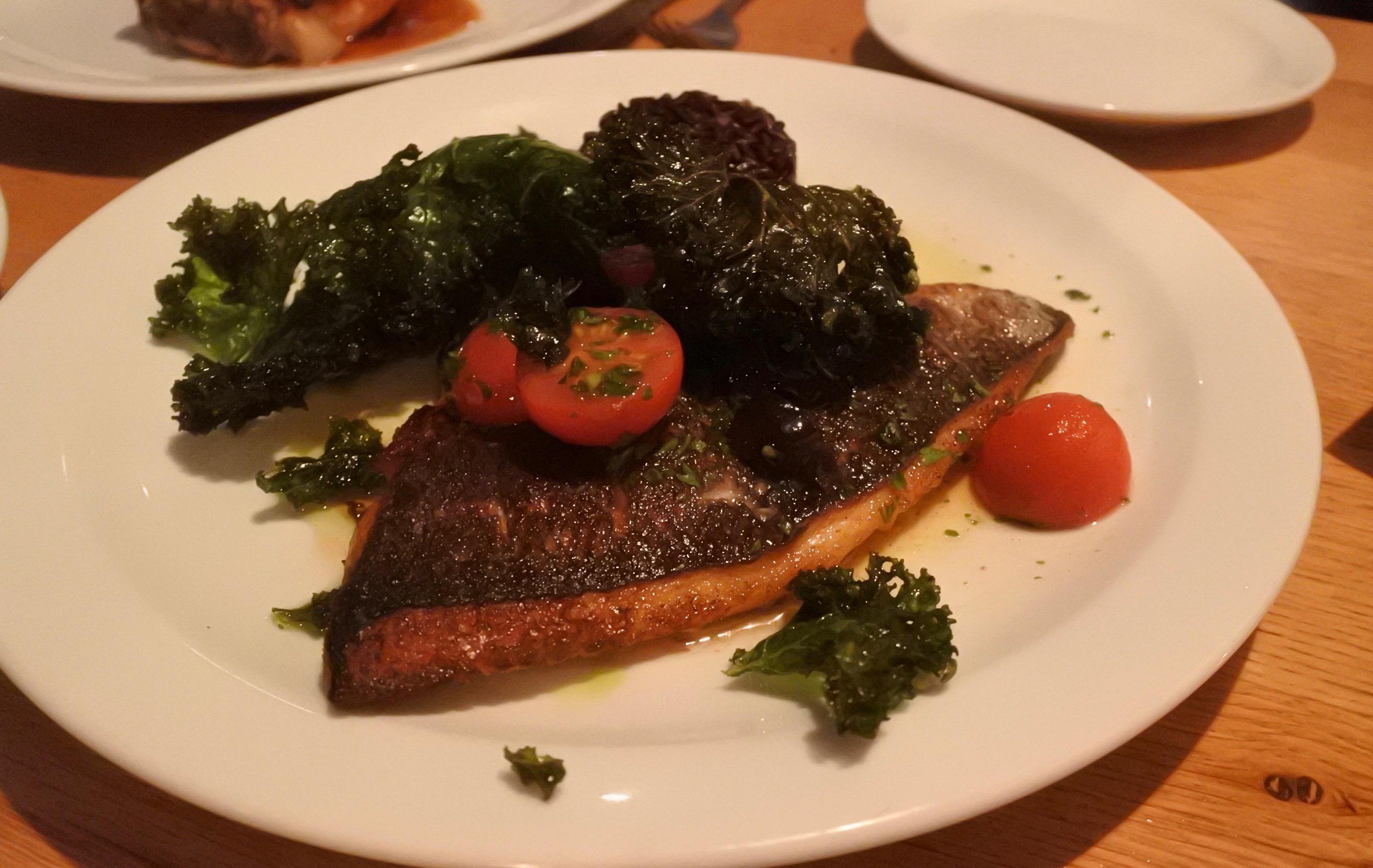 ボリューミーな魚料理。味の良さは最大の武器!