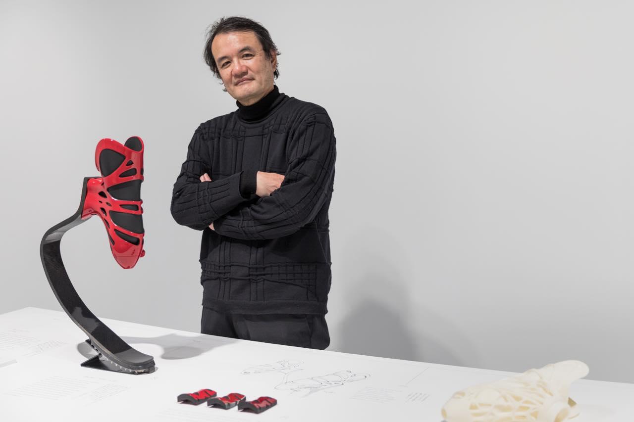 山中俊治さんと、パラリンピック日本代表の高桑早生選手のために開発された義肢「ラビット」©️Jeremie Souteyrat